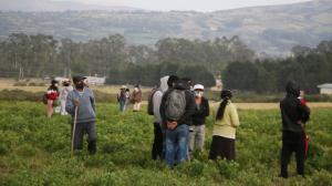 La familia de Rosario llegó al terreno donde se hallaron sus restos.