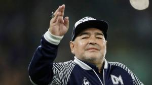 Diego Maradona fue presentado oficialmente en el estadio Juan Carmello Zerillo.