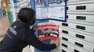 CLAUSURAN CLINICA LAS (32840935)