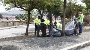 Cerca al cuerpo de Jéssica Beltrán Vargas quedó su cartera. Policía de la Dinased y Criminalística recabaron indicios.