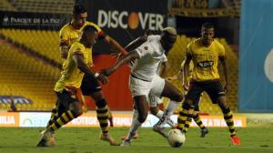 Barcelona y Liga de Quito empataron 1-1 en el Monumental.