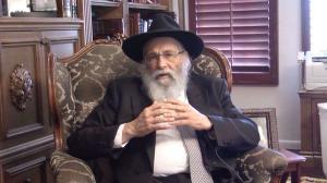 """El rabino cree que todo sobre el covid-10 es un trabajo del """"gobierno maligno global"""", formado por la Masonería y Bill Gates."""