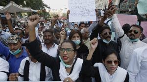Manifestantes de Paskitán protestan contra una violación,