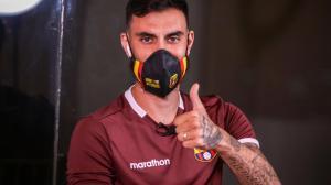 Maestriani y su primer contacto con la prensa después de la firma del contrato con Barcelona.