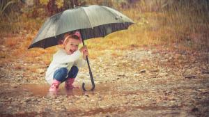 niña con paraguas