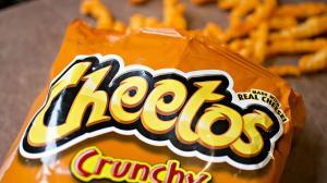 Residuos de cheetos logran identificar a una posible ladrona.