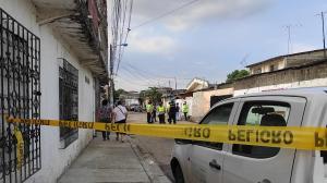 La Policía recaba indicios en el domicilio de la famillia Ibáñez.