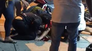 Estas son las huellas de los disparos propinados a tres amigos en la calle El Oro y avenida del Ejército.
