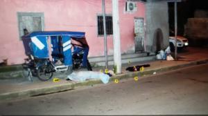 El cuerpo de Eduardo Salazar quedó junto a la tricimoto que usaba para trabajar.