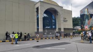 La Policía inspeccionó el Complejo Judicial Alban Borja.