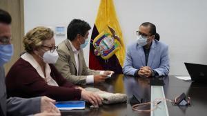 Quito contaría con 3,2 millones de vacunas contra el COVID.