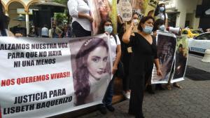 Kathy Muñoz, madre de Lisbeth, ha realizado varios plantones exigiendo justicia.