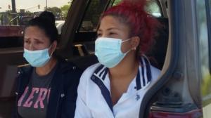 La mamá y una hermana de Mirian Mosquera acudieron a la morgue para retirar el cuerpo.