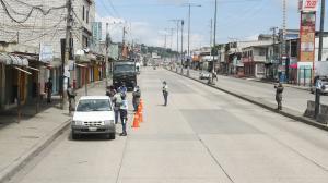 En el noreste de Guayaquil, policías, militares y agentes de la ATM realizan controles.