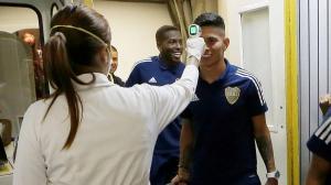 A los jugadores les realizan las pruebas antes de cada cotejo futbolístico.