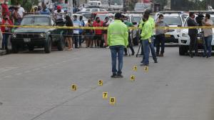 En la escena del suceso se hallaron nueve indicios balísticos, además de un arma de fuego.