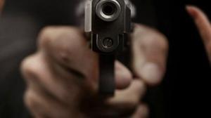 En el lugar se encontraron 9 indicios balísticos. Los asesinos llegaron en un auto.