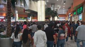 Varias aglomeraciones se reportaron en algunos centros comerciales de la urbe.