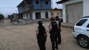 En este lugar, a escasos cinco metros de su casa, fue asesinado Enrique Rodríguez Quiñónez, los matones llegaron en auto.