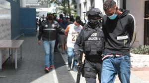 La Policía presentó a los sospechosos del crimen de la extranjera.