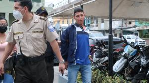 El detenido fue increpado por su madre, ya que no llegó a casa.