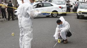 La víctima fue abordada por dos motorizados cuando iba en su auto.