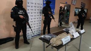 Entre los objetos prohibidos estaban dos fusiles, tres pistolas, un revólver.