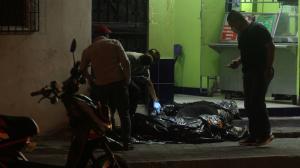 Dos de los tres jóvenes baleados  fallecieron en el local; el otro en una casa de salud.