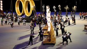 Artistas realizan sus presentaciones en los Juegos Olímpicos.