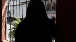 Han pasado nueve días de su agresión y Mariana aún teme salir de su casa. Nerviosa cuenta cómo fue su 'recorrido' de terror.