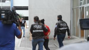 La progenitora fue capturada en su domicilio y luego llevada a la Fiscalía de Flagrancia en el Cuartel Modelo de Guayaquil.