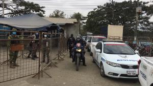 Unidades policiales llegaron al sitio para recuperar el orden.