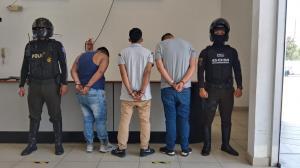 Los sospechosos puestos a órdenes de las autoridades y las evidencias entregadas al Centro de Acopio de la Policía.
