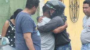 Familiares de Jeremy Cedeño Cruz y Eduardo Díaz Yagual (foto) se daban las condolencias. Los dos fallecidos crecieron en el mismo barrio.