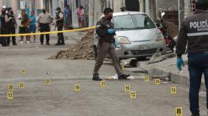 En el sitio del suceso la Policía encontró 43 indicios balísticos. Una de las víctimas recibió 18 'pepazos'.