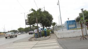 Familiares de Juan Carlos Preciado (arriba) y Carlos Luis Montalván estaban consternados.