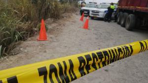La víctima fue hallada por un allegado. Descubrió el cadáver entre la maleza.