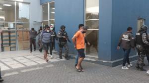 Los capturados habrían cometido otros delitos anteriormente, según información policial. Uno de ellos es colombiano.