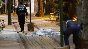 El cadáver quedó a un costado de un parque, en la manzana 334 de la ciudadela Sauces 6, norte de Guayaquil.