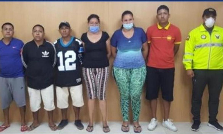 La supuesta banda delincuencial estaba integrada por cuatro hombres y dos mujeres.