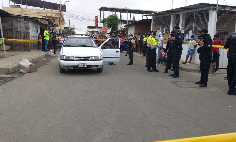 Arturo Cantos viajaba en este vehículo cuando fue asesinado. Policía investiga el hecho.