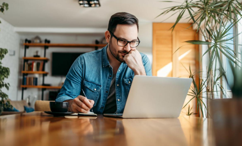 Para algunos empleados, hacer teletrabajo es adecuado por los tiempos que se vivien, pero algunos creen que son explotados por los jefes.