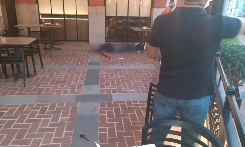 Un ciudadano extranjero fue baleado en un centro comercial de Samborondón.