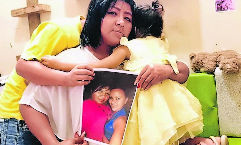 Con una foto de Evelyn Bravo Bodero, su familia mantiene vivo su recuerdo.
