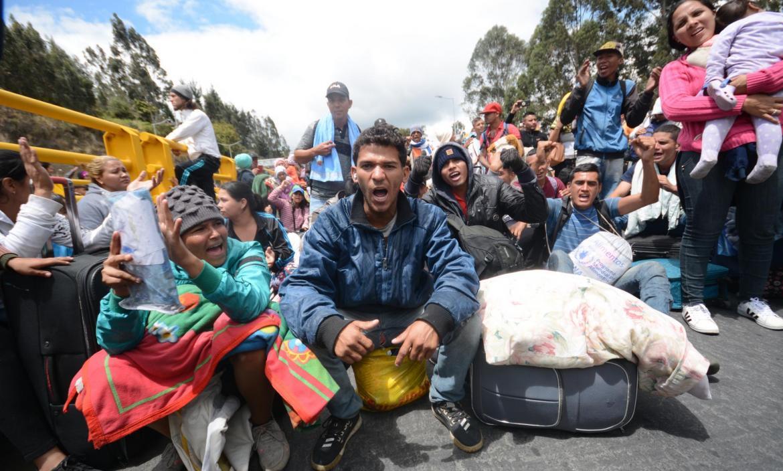 MIGRANTES VENEZOLANOS EN EL PUENTE DE RUMICHACA