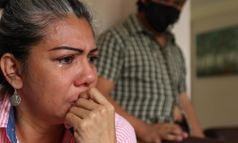 Juana Ochoa Sanipatín no puede contener las lágrimas cuando se refiere a  la detención de su progenitora.