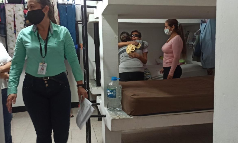 Desde el martes María Eulalia se encuentra recluida en la cárcel de mujeres de Guayaquil. Recibe el cariño de compañeras y personal del Centro de Rehabilitación Social.