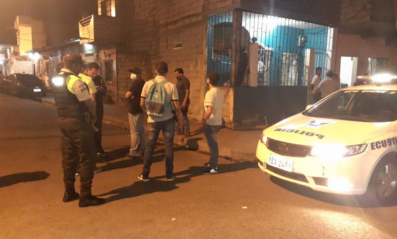 En esta esquina del suburbio de Guayaquil  fue rematado a tiros Jean Carlos Plúas Rendón, de 26 años.