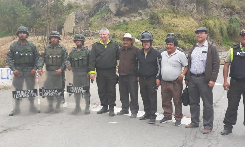 LIBERARON A POLICÍAS Y MILITARES EN CHIMBORAZO