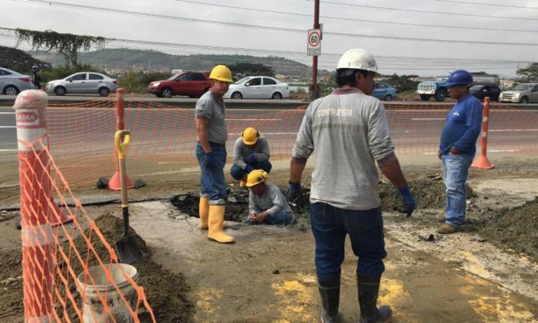CORTE DE SEVICIO DE AGUA POTABLE EN LA VÍA A LA COSTA